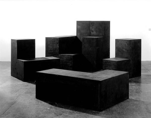 ortega-damian_concrete-cube-(black)-(2006)-mexico-678x480